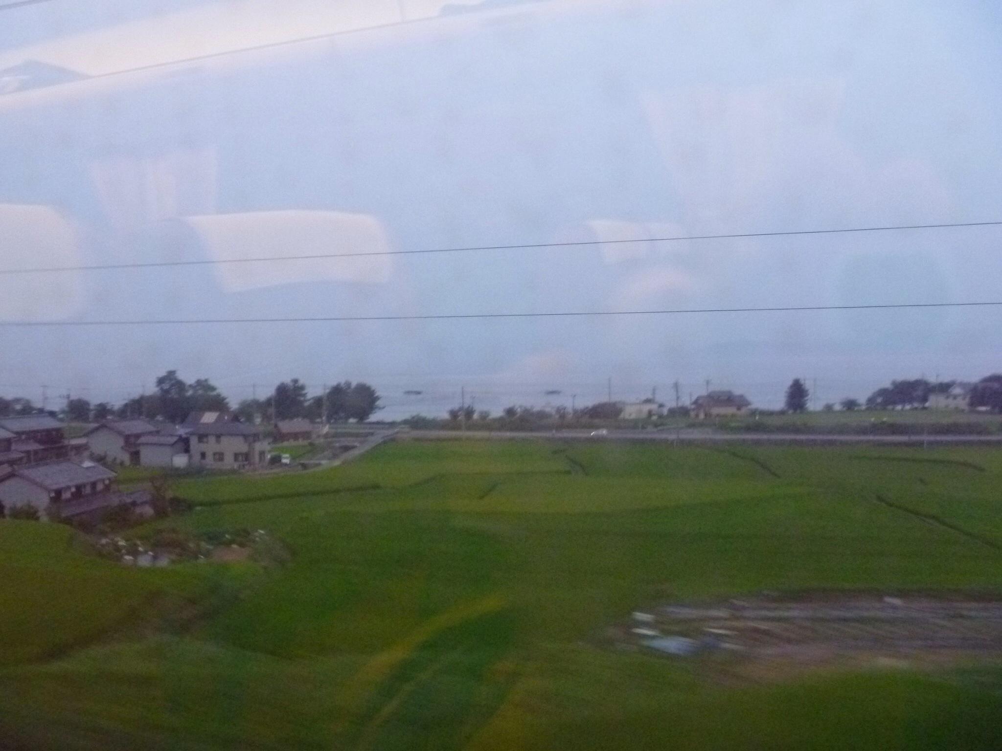 琵琶湖畔を走っています。