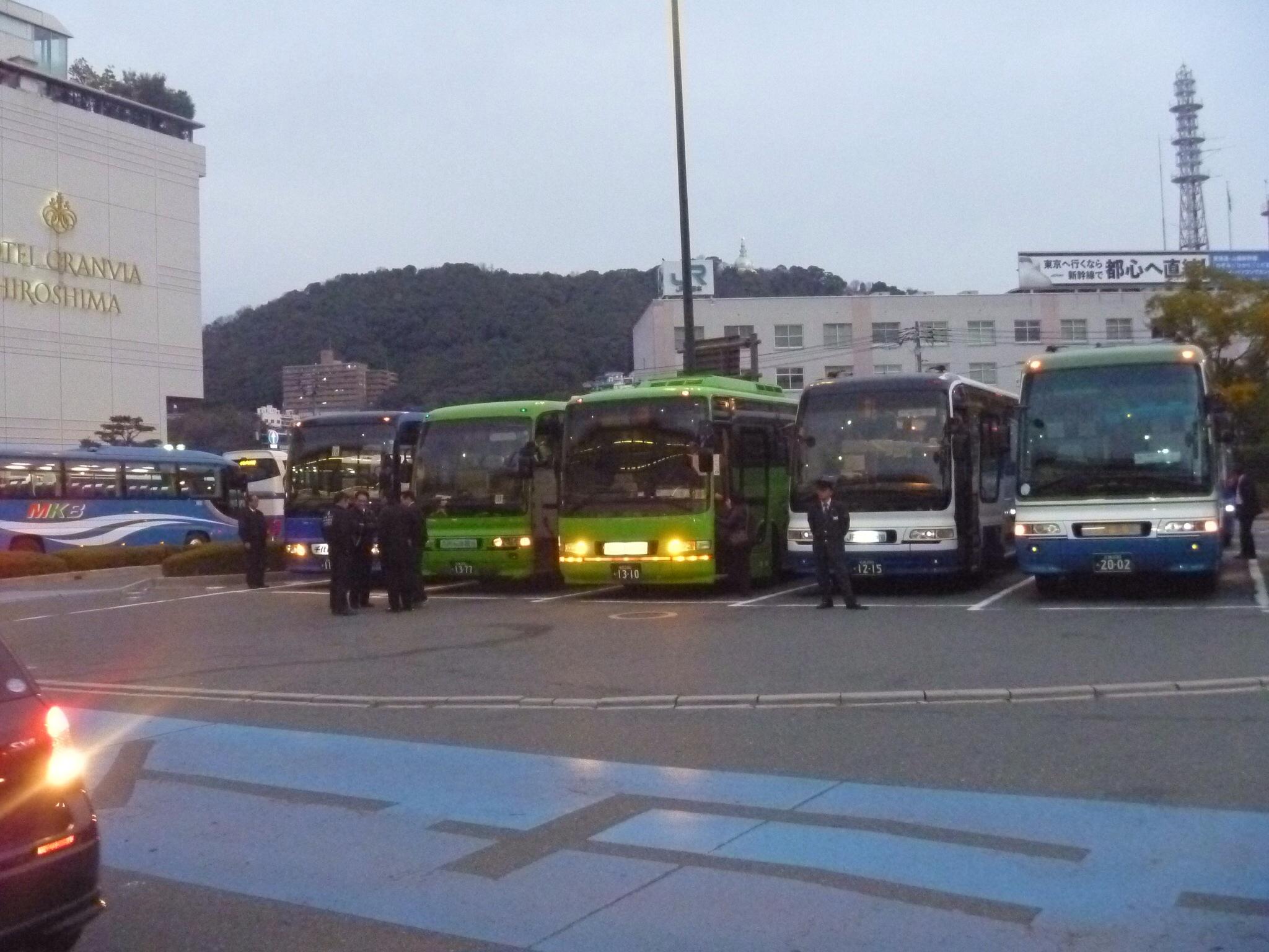 バスがいっぱい。