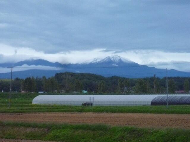 旭岳が初冠雪でした。