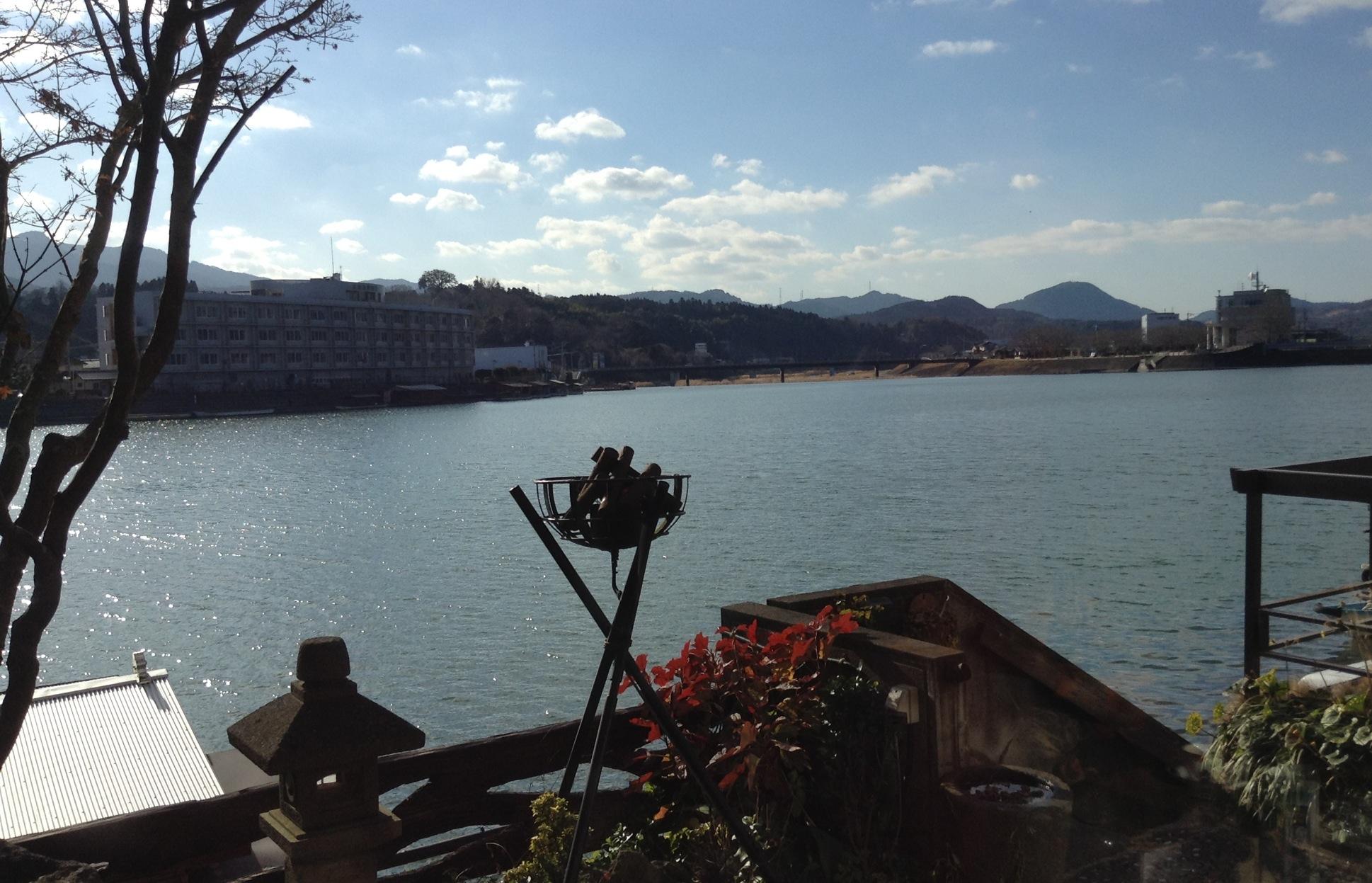川に面したホテルでお昼ご飯です。