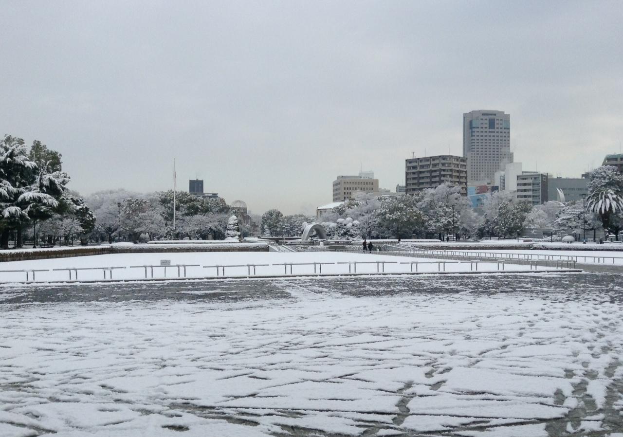 雪の平和公園