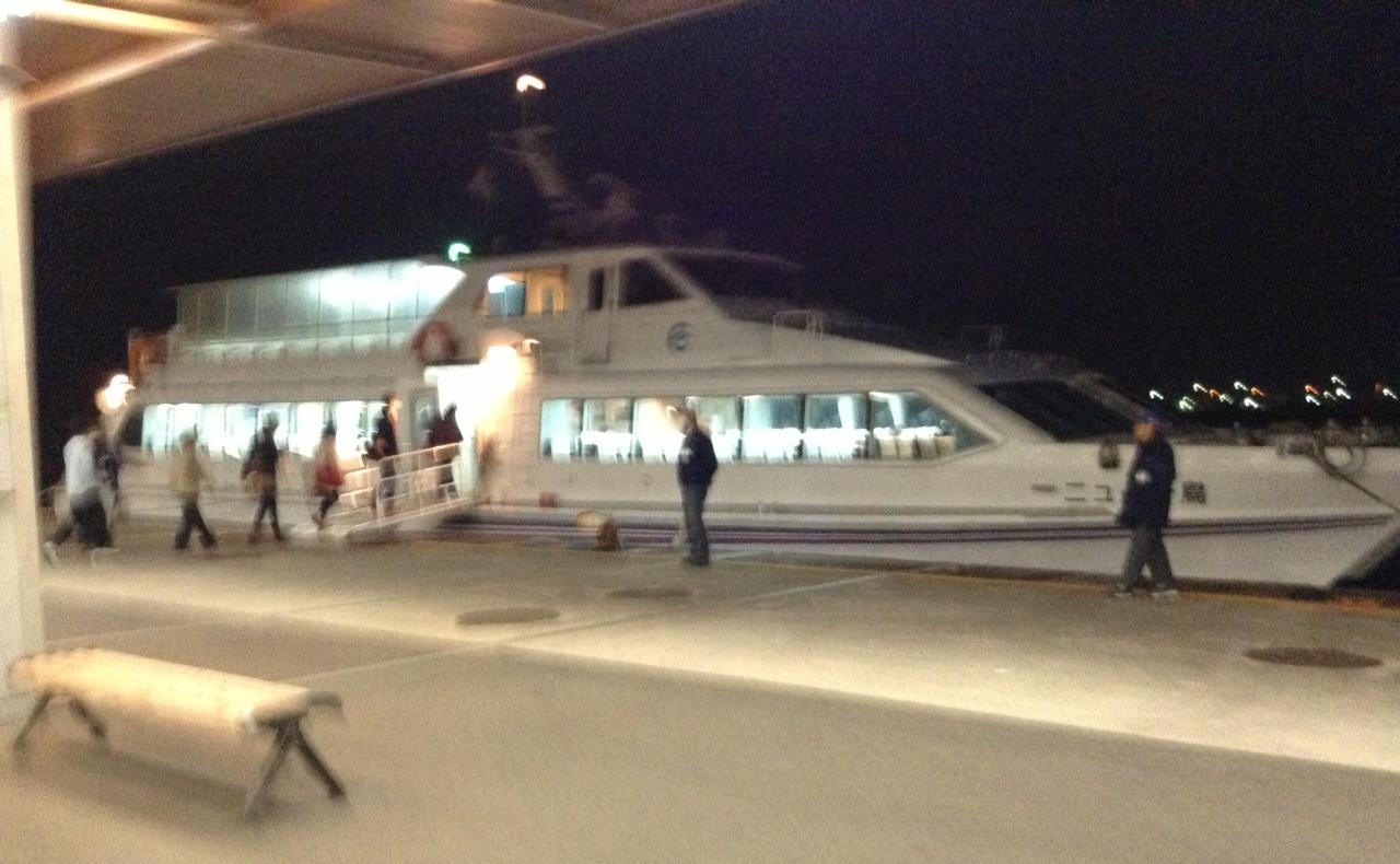 夜の高速艇です。
